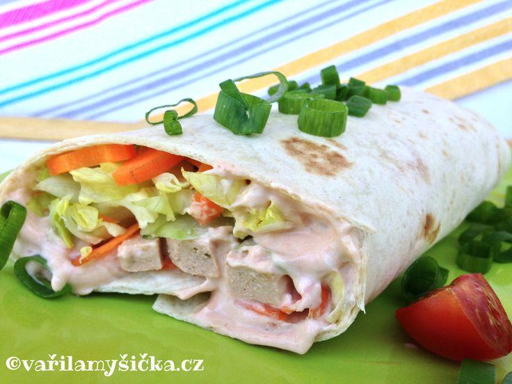 Šmakoun Mexiko je pikantní a mně velmi chutná zabalený spolu ze zeleninou a dresingem jako wrap.