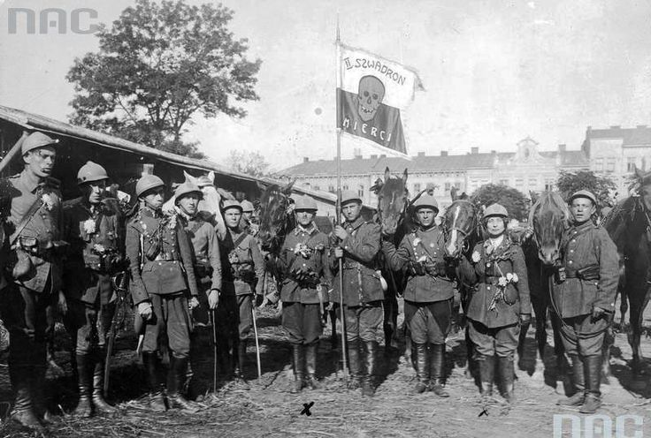 Volunteers from Lvov, so-called. II squadron of death (August 1920).. Visible m.in .: Janina Walicka, Arthur Schroeder (left pennant).