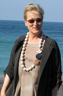 Meryl streep looks fab in this summery linen jacket and silk blouse. The chunky stone necklace adds exactly the right touch of summer glamor to pull it all together.