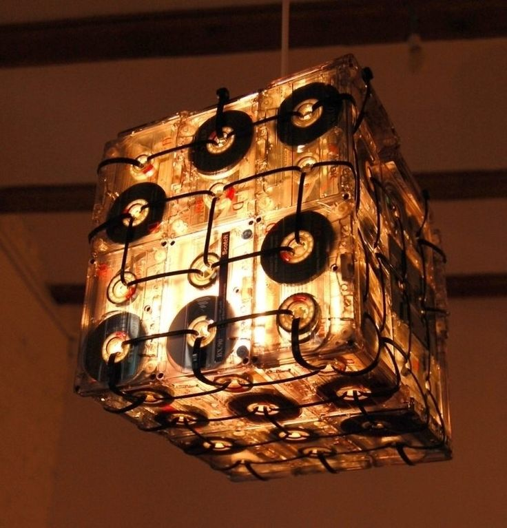 réaliser une lampe de plafond en audio cassettes