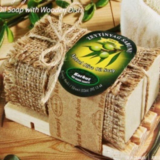 Olijfoliezeep met houten zeephouder -  Bekijk in de Patipada webshop https://patipada.nl/yogameditatie/olijfoliezeep-met-houten-zeephouder/