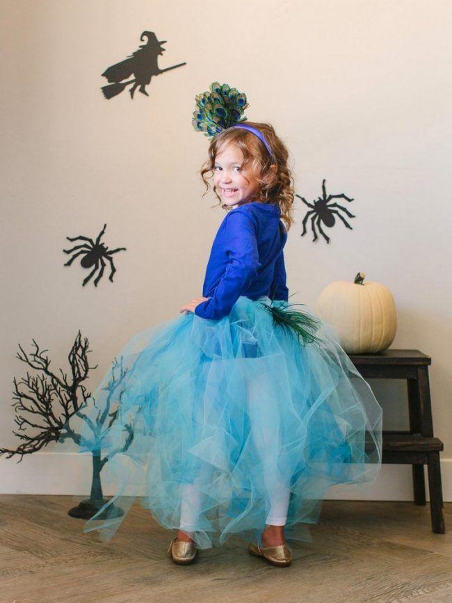 pfau-kostüm-blau-kinder-halloween-idee-diy-tutu-haarreif-pfauenfedern