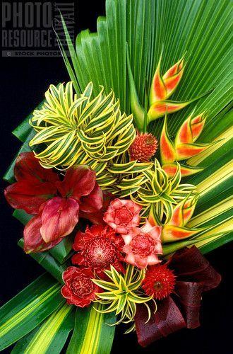 Beautiful Floral Hawaiian Arrangement   Arreglos florales  Tropical floral arrangements Flowers y Tropical flower arrangements