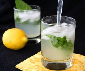 Basil Lemonade Recipe - chill out with this refreshing, sugar-free cocktail.