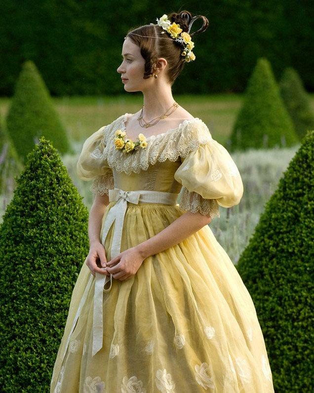 Resultado de imagen para la reina joven vestuario