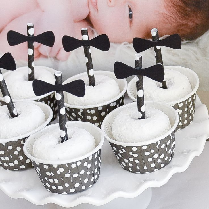 Powdered Donuts in Our Polka Dot Candy Cups | The TomKat Studio