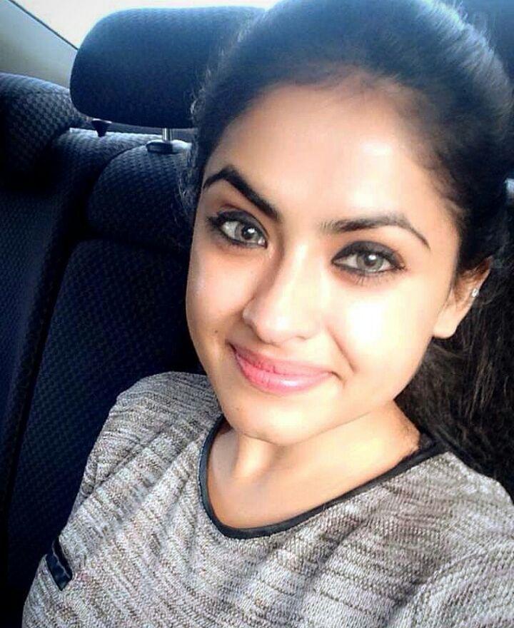 Punjabi Model Simi Chahal takes selfie in car @punjabimedia. . . #punjabimedia #pollywood #punjabi #jatt #elantemall #diljitdosanjh #sukhnalake #gippygrewal #jassigill #babbalrai #gururandhawa #delhi #chandigarh #ludhiana #amritsar #moga #jalandhar #jassibabbalteam #navneetdhillon #saragurpal #sonambajwa#simrankaurmundi #sheetalthakur #deepikapadukone #thekapilsharmashow #himanshikhurana #gauaharkhan #himanshikhurana#simichahal by punjabimedia