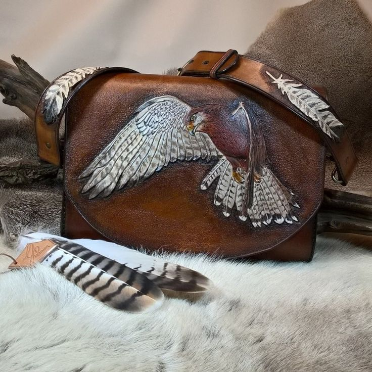 Big shoulder bag, hunting bag American kestrel by Gina Adam Unique item - in stock - no shipping costs This extraordinary one of a kind shoulder bag is a work of art. Made of German veg tanned leather and lined inside with soft sheep leather. The flap is decorated with a beautifully tooled, embossed and hand-painted three dimensional american kestrel motif. Measurements: Width 11'', height 8'', depth 3''.#b2zoneservice