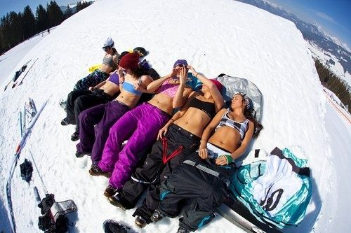 Nothing wrong with a little tanning between shred sesh. #surfandsnowmag #snow #girls www.surfandsnowmag for the latest snow reports!