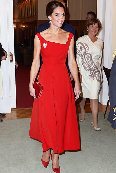 Кейт Миддлтон сменила наряд из масс-маркета на гламурное платье во время визита в Британскую Колумбию