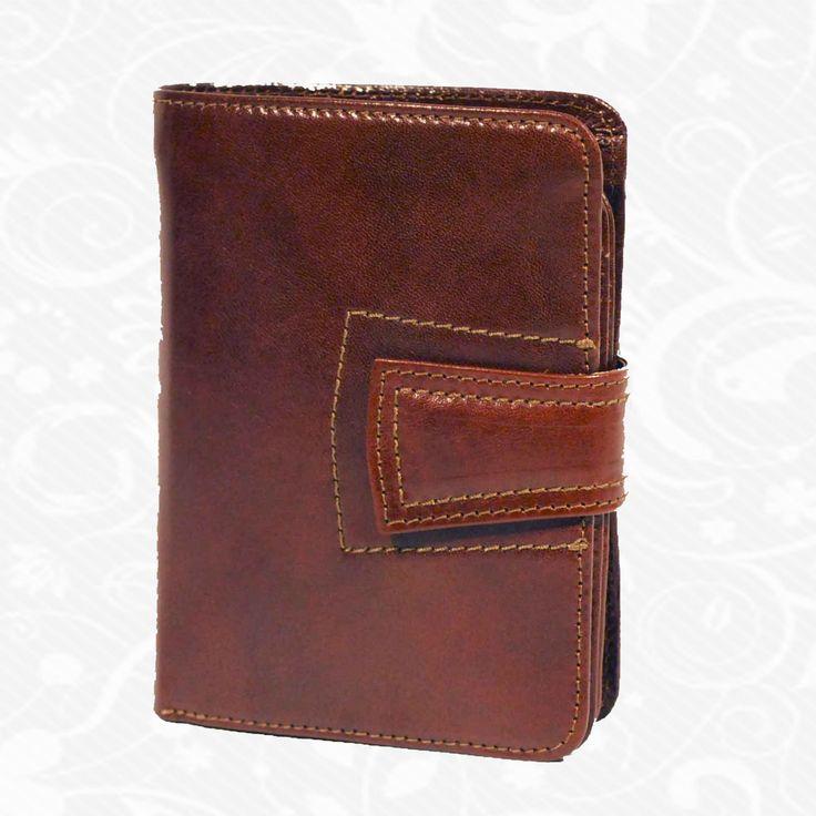 Dámska kožená peňaženka vyrobená z prírodnej kože. Kvalitné spracovanie a talianska koža. Ideálna veľkosť do vrecka a značková kvalita pre náročných. Overená kvalita pravej kože. Peňaženka sa vyznačuje vysokou kvalitou použitých materiálov a ich precíznym spracovaním.  http://www.vegalm.sk/produkt/kozena-penazenka-c-8464/