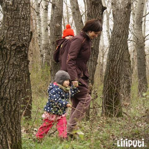 Beautiful sunday #mamacoat #liliputistlye #babywearing #babywearingcoat #sundaywithkids #forest
