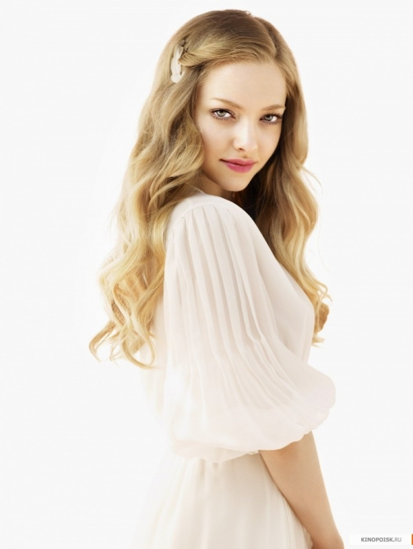 Amanda Seyfried, she makes me want to have that blonde hair!