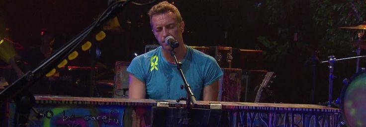 """Apresentação da banda britânica de rock Coldplay, tocando músicas do álbum Mylo Xyloto, incluindo """"Paradise"""", """"Every Teardrop is a Waterfall"""", e outros hits da carreira, como """"The Scientist"""" e """"Viva La Vida""""."""