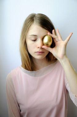 studio per alcesti uovo oro by Beproject.tumblr.com