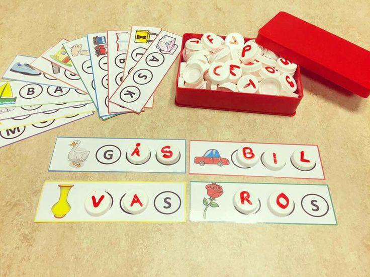 Bygga ord. Förskolan ska lägga stor vikt vid att stimulera varje barns språkutveckling. Utifrån våra barns intresse kring bokstäver så har jag skapat ett material där barnen på ett roligt sätt stimulerar sin språkutveckling och uppmuntrar barnens nyfikenhet och intresse för den skriftspråkliga världen. Med detta material får barnen ljuda och bygga ord med hjälp utav bokstavs lock som kommer från mjölk paket.