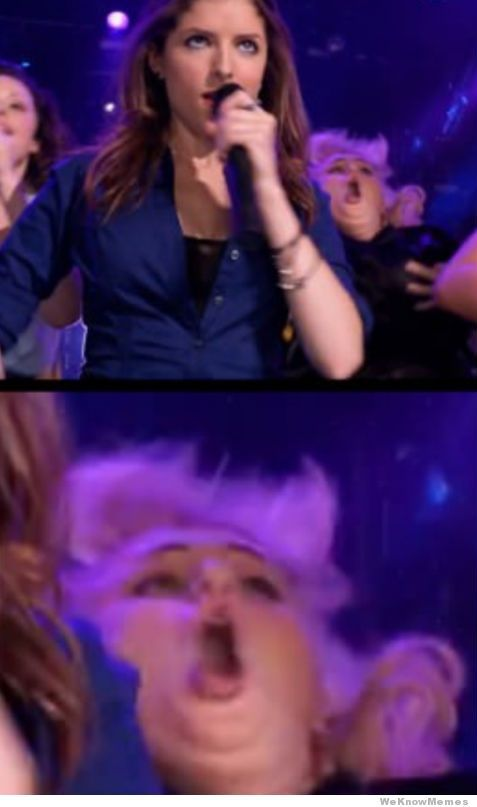 Rebel Wilson Photobomb hahaha. Okay, I just died.