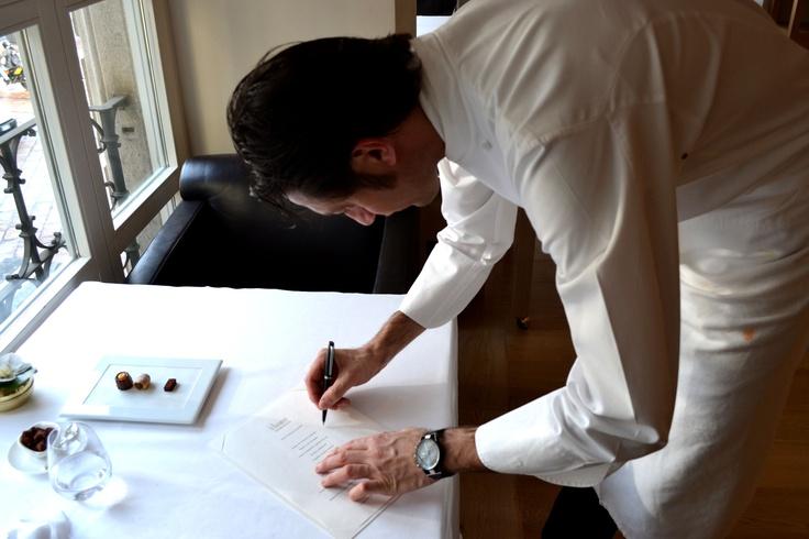 lo chef Luigi Taglienti autografa il menu degustazione