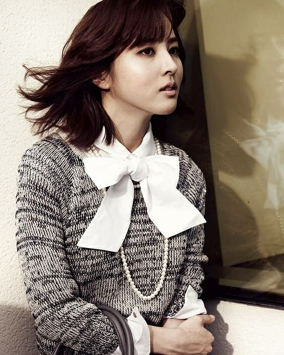 """Happy 36th birthday to the lovely actress Han Hye Jin.  Among her notable leading roles include Soseono in historical epic """"Jumong,"""" Korea's first female doctor of Western medicine in """"Jejungwon,"""" and a sharpshooter in the manhwa film adaptation """"26 Years."""" She also hosted the popular talk show """"Healing Camp"""" from 2011 to 2013."""