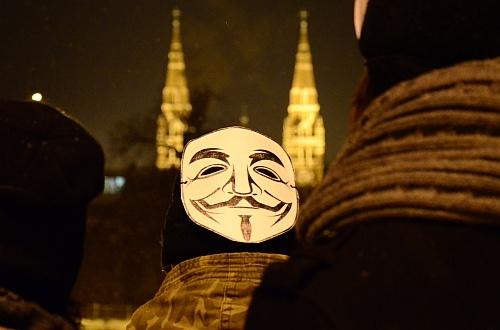 dómfülű anonymous