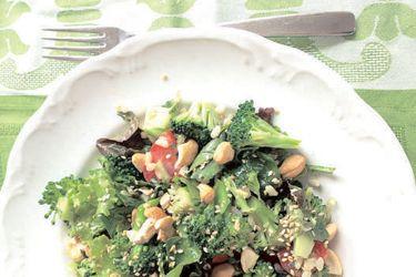 Broccoli, brown rice and cashew salad