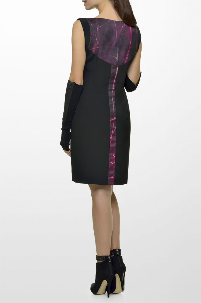 Sarah Lawrence - sleeveless dress with combination of two fabrics, necklace.