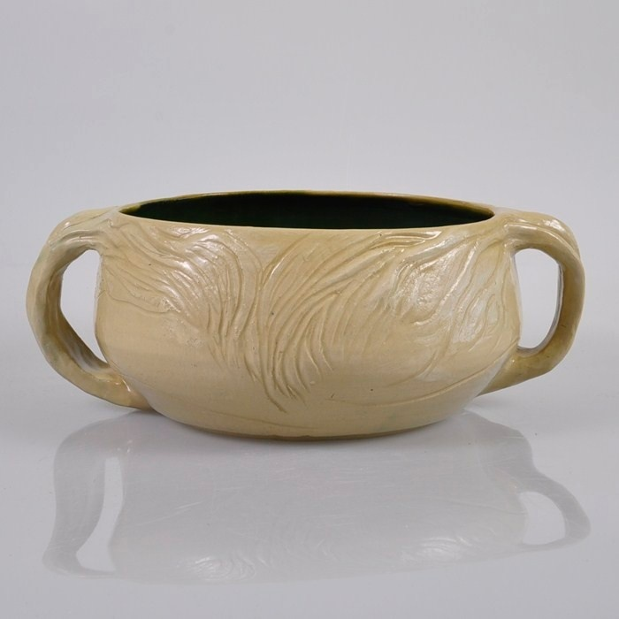 MERRIC BOYD Pottery 1945 Large Sweeping Gumtree Handled BOWL - not actually that enamoured of this piece, but if I ever see this kind of thing in a thrift store, it is helpful to know it's worth 2k. Allegedly.