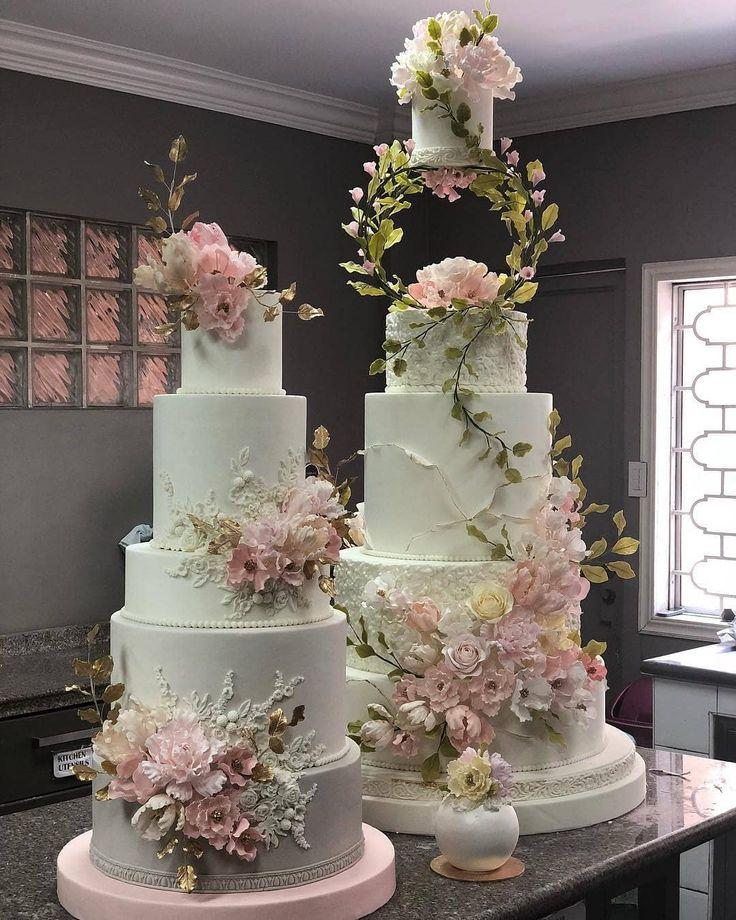 Bild könnte enthalten: 1 Person, Blume   – Hochzeitstorten