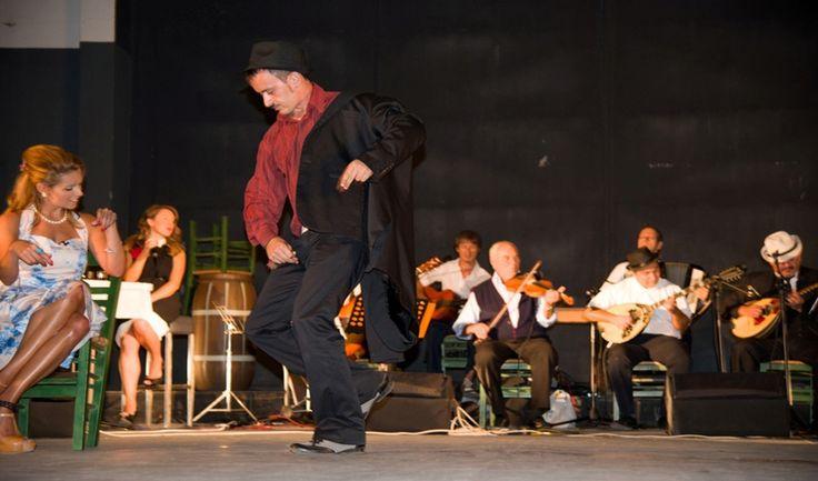 Θέατρο - Ρεμπέτικη Παράσταση στο Δημοτικό θέατρο Βόλου Μελίνα Μερκούρη στο ρεμπέτικο γλωσσικό ιδίωμα. Σενάριο – Σκηνοθεσία: Κυριάκος Κυτούδης