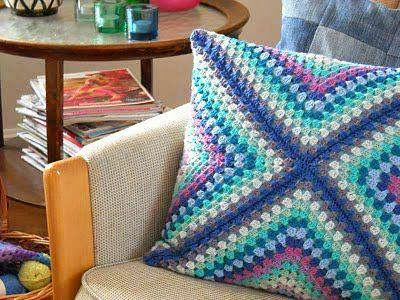 tejidos artesanales: almohadon tejido en crochet con motivo en diagonal