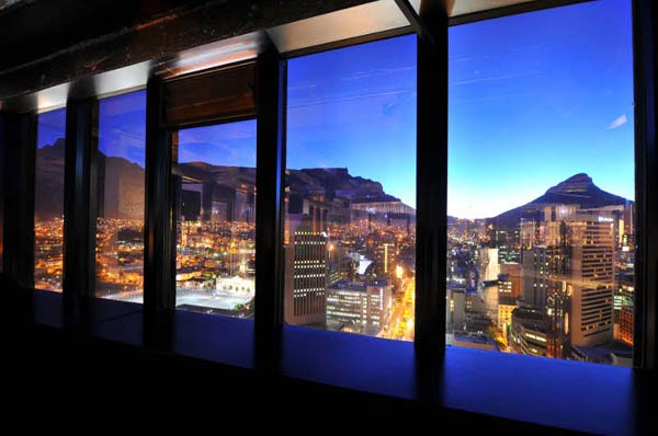 When you've got reason to celebrate or just looking for a fancy night out, Club 31 is the place to be. In the heart of the city bowl, on the top floor of the ABSA Building, the views of Cape Town all lit up are to die for