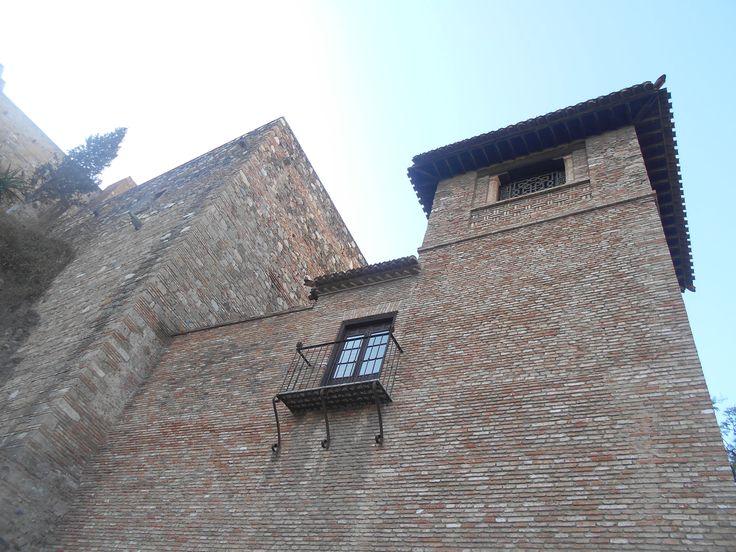 Torre y unión al recinto exterior de la Alcazaba