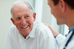 Adquirir los conocimientos y habilidades necesarias para realizar una necesaria asistencia al anciano en situaciones de emergencia.