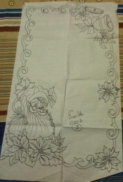 table runner and bell santa face 60 bs