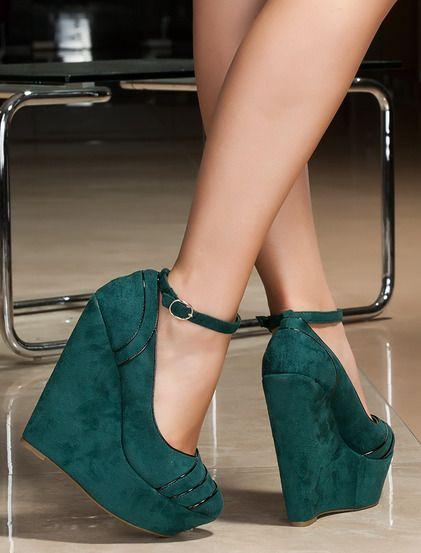 http://pl.bfashion.com/buty-samuila Wyjątkowo atrakcyjne buty na wysokiej obcasie. Nadają się na imprezę.