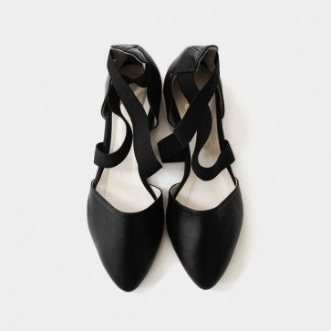 [Classic #Leather Flats] Real leather #flats #flatshoes featuring an elasticized criss-cross strap. Pointed toe. #leatherflats #leathershoes #shoes #buyshoes #koreanshoes #asianshoes #sexyshoes #partyshoes #koreanfashion