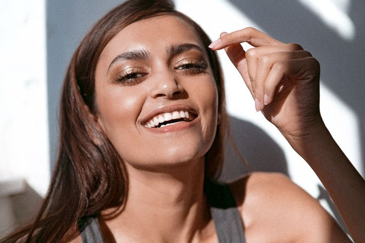 Makeup artist Ingeborg demonstrates her one skincare-makeup trick for achieving a dewy, glowy complexion with ease.