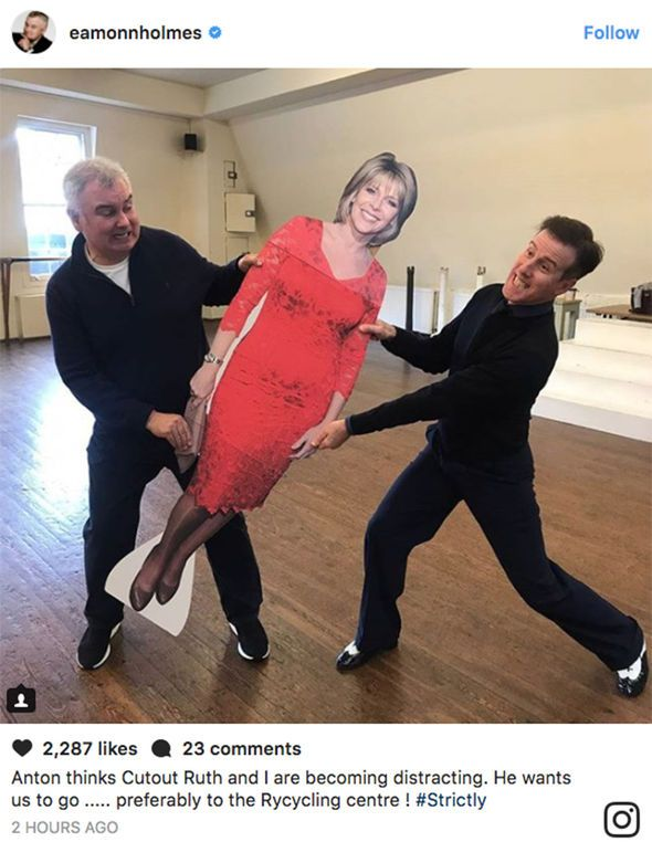 Strictly Come Dancing 2017: Eamonn Holmes and Anton Du Beke FIGHT over Ruth Langsford - https://buzznews.co.uk/strictly-come-dancing-2017-eamonn-holmes-and-anton-du-beke-fight-over-ruth-langsford -