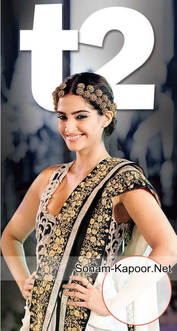 Sonam Kapoor at the Anamika Khanna fashion show | PINKVILLA