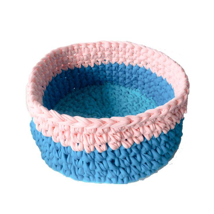 Hermosa canasta elaborada en trapillo, puede tener múltiples usos como para guardar las cosas del bebe, organizador para las cosas del baño, etc, se puede hacer de varios colores de acuerdo a la disponibilidad.