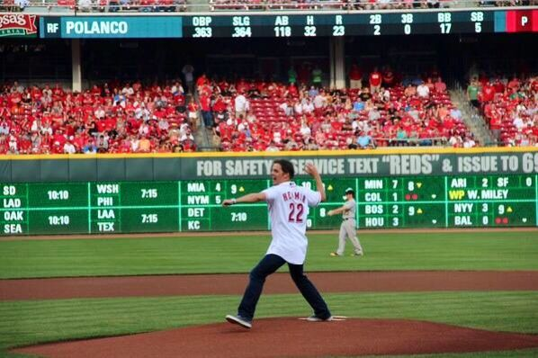 Bill Hemmer throwing out first pitch for Cincinnati Reds
