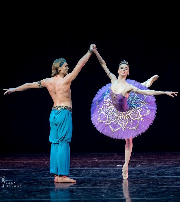 Svetlana Zakharova and Mikhail Lobukhin in Le Corsaire pdd