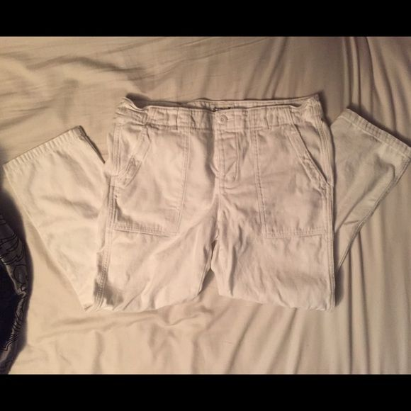 New American Eagle Capri's These white American Eagle Capri's are brand new and a size 10. Reasonable offers welcomed! American Eagle Outfitters Pants Capris