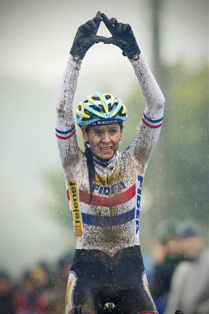 Drunkcyclist - it's all about the bike.  Love women CX racers.