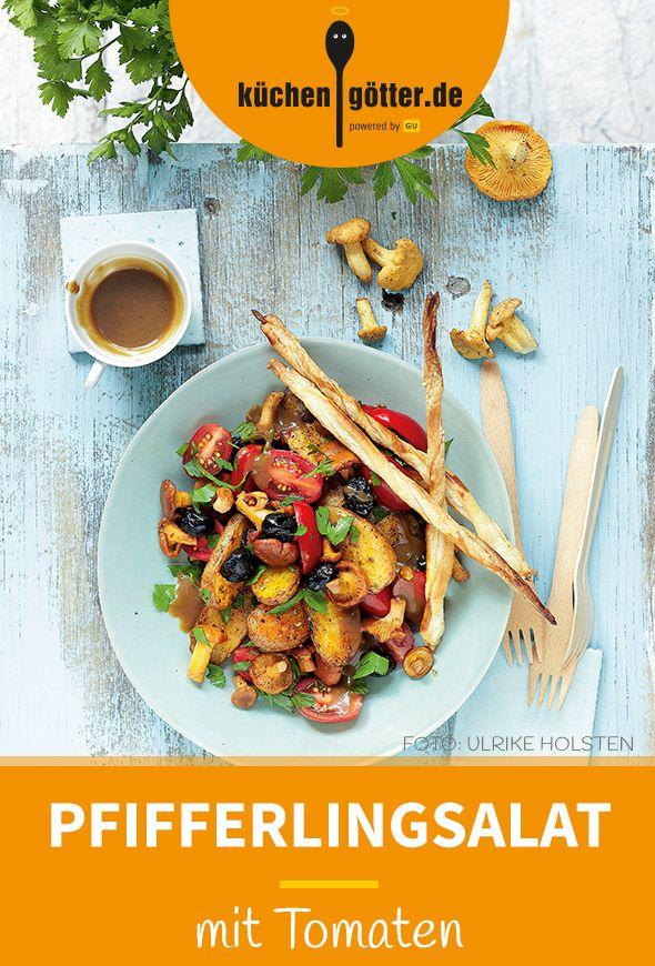 PFIFFERLING-TOMATEN-SALAT -  Wenn sonnengereifte Tomaten auf aromatische Pfifferlinge treffen, dann kann nur ein köstliches Gericht dabei herauskommen. Bester Beweis: unser Rezept für den leichten Pfifferling-Tomaten-Salat.