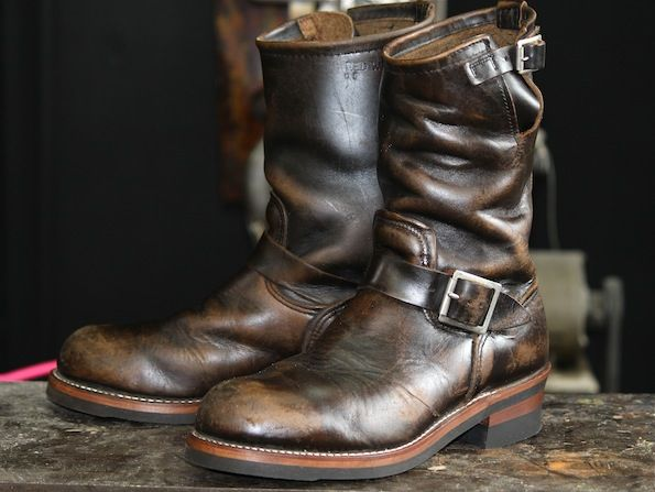 Red Wing 2268 PT83 The PT83 model gets the best patina. As the boots wear the brown starts to show through accenting every line and crease(sb)