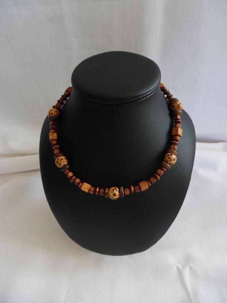 1000 id es sur le th me colliers de perles en bois sur. Black Bedroom Furniture Sets. Home Design Ideas