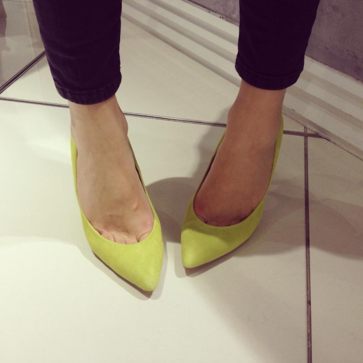 Personal Shopping manager Tanya's lime Gwenda heels are so ridiculously cool! These are sold out online but pop into store to get your hands on them. Be quick though as there aren't many left! #topshopshoes #gwenda #lime