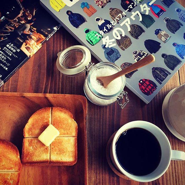 2016/11/02 11:37:33 earlyscafe Early's cafe photograph The Breakfast おはようございますっ! ベーカリーGeruの食パントーストとEarly's cafeオリジナルブレンドでブレックファースト… バルミューダで焼き上げるトーストは外はパリパリ、サクサクですが中はもっちり… 十字の切り込みに染み込んだよつ葉バターが堪りません… オリジナルブレンドコーヒーはしっかりした苦味ですが後味に甘味が残るのが特徴です。 そんなトーストとコーヒーがEarly's cafeでお待ちしておりますっ!(^○^) #earlyscafe #ishikiri #higashiosaka #Cafe #BALMUDA #BakeryGeru #Toast #Breakfast #coffee #puentecoffee #アーリーズカフェ #東大阪 #石切 #カフェ #バルミューダ #ベーカリーゲル #トースト #朝食 #コーヒー #プエンテコーヒー