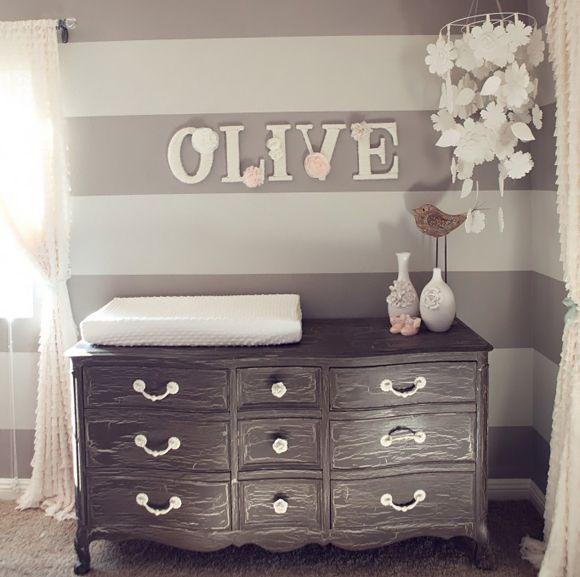 Chambre bébé grise et blanche